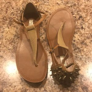 Simply Vera nude/tan spiked sandal